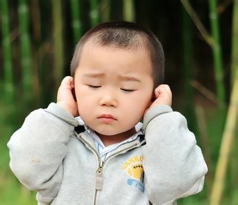 2,自闭症儿童有语言发育障碍          为本症最突出的表现